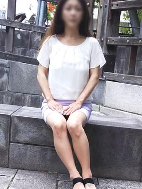 りつこ イキぬき倶楽部(待ち合わせ型人妻デリヘル)