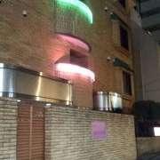 ホテル エクセルシオ(新宿区/ラブホテル)の写真『夜の外観』by 子持ちししゃも