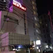 ニューポート(立川市/ラブホテル)の写真『夜の外観』by スラリン