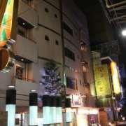 ラピア(新宿区/ラブホテル)の写真『夜の外観』by スラリン
