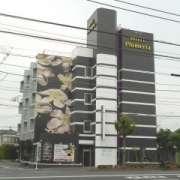 ホテル プルメリア青梅(青梅市/ラブホテル)の写真『昼の外観』by すももももんがー
