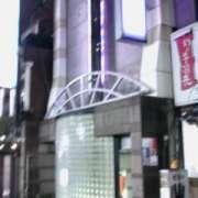 すいこう苑(新宿区/ラブホテル)の写真『夜の外観』by すももももんがー