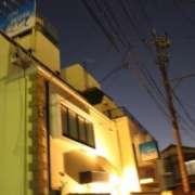ホテル プレシャス(足立区/ラブホテル)の写真『夜の外観2』by スラリン