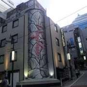 マヨビエント(渋谷区/ラブホテル)の写真『昼間の外観(交差点より)』by 郷ひろし(運営スタッフ)