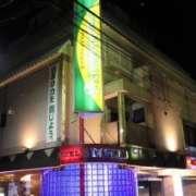 HOTEL STATION3(台東区/ラブホテル)の写真『夜の外観』by スラリン