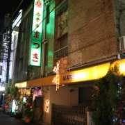 (削除か閉店)ホテル まつき(新宿区/ラブホテル)の写真『夜の外観2』by スラリン