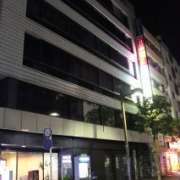 ヒルズホテル五反田(品川区/ラブホテル)の写真『夜の外観2』by スラリン