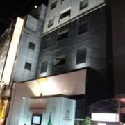 HOTEL Q(豊島区/ラブホテル)の写真『夜の外観』by スラリン