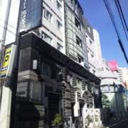 ホテル PASHA(パシャ)(新宿区/ラブホテル)の写真『昼間の外観』by 郷ひろし(運営スタッフ)