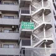 六本木プラザ(港区/ラブホテル)の写真『昼の外観 寄り』by マーケンワン
