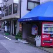 (削除か閉店)ブルーシャトー西口店(豊島区/ラブホテル)の写真『入口(バッグパッカー用宿のように見える)』by 市