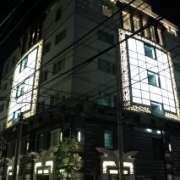 ホテル PASHA(パシャ)(新宿区/ラブホテル)の写真『夜の外観1』by スラリン