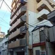 HOTEL XINN(エックスイン)(横浜市中区/ラブホテル)の写真『入口は裏路地的な道路に面しているので入りやすいです。』by セントマーチン