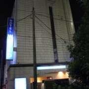 ホテル ワールド(豊島区/ラブホテル)の写真『夜の外観』by スラリン