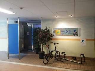 湘南シレーヌ(平塚市/ラブホテル)の写真『駐車場内出入口』by 河童助平