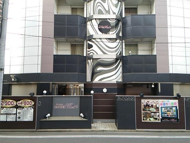 デザインホテル ミスト(横浜市中区/ラブホテル)の写真『正面入口(全体)』by 河童助平