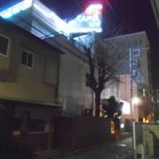 キャメルイン ウエスト(立川市/ラブホテル)の写真『夜の外観』by すももももんがー