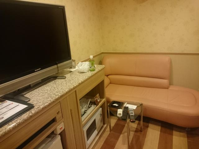 ホテルマーブル(品川区/ラブホテル)の写真『#502 大きなソファーが嬉しい。』by 退会したユーザー(ID:7972)