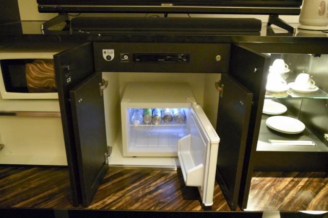 ホテルモアナ(新宿区/ラブホテル)の写真『303号室 冷蔵庫 サービスドリンク』by INA69