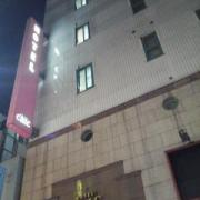 ホテル シック(台東区/ラブホテル)の写真『夜の外観  上構』by ルーリー9nine