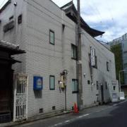 ホテル エレガンス(台東区/ラブホテル)の写真『昼の外観  全景(日本建築の屋根は他所の建物)』by ルーリー9nine