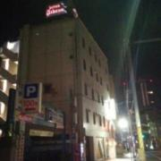 ホテル アテネ(柏市/ラブホテル)の写真『夜の外観2』by ましりと
