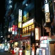 レンタルルーム アップル(港区/ラブホテル)の写真『夜の入居ビル外観1』by ましりと