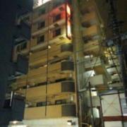 HOTEL XINN(エックスイン)(横浜市中区/ラブホテル)の写真『夜の外観1』by ましりと