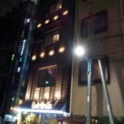 ホテルバリアンリゾート東新宿店(新宿区/ラブホテル)の写真『外観(夜)①』by 少佐