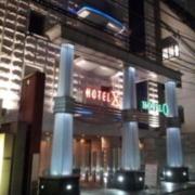 XO新宿(新宿区/ラブホテル)の写真『外観(夜)①』by 少佐