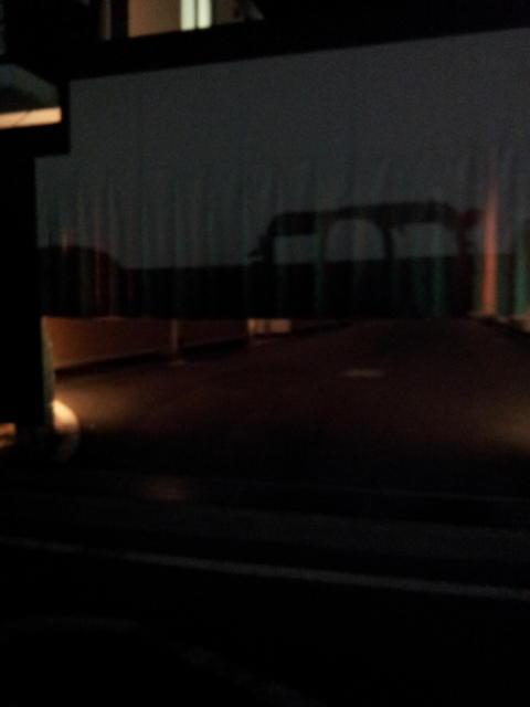 ホテル クイーンズタウンpart2(厚木市/ラブホテル)の写真『暗いけど駐車場』by 少佐