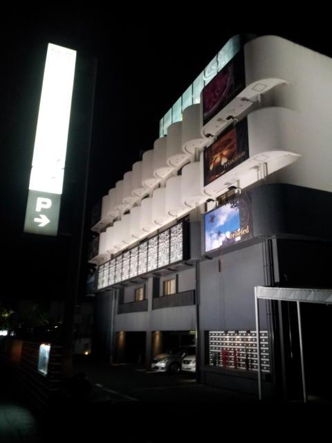 ラモード厚木(厚木市/ラブホテル)の写真『外観(夜)③』by 少佐