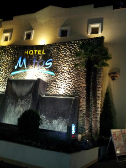 HOTEL Mitos(ミトス)(厚木市/ラブホテル)の写真『外観(夜)③』by 少佐