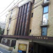 パセオ(新宿区/ラブホテル)の写真『入口・駐車場入口付近(昼)』by 少佐