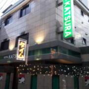 HOTEL KATSURA(カツラ)(台東区/ラブホテル)の写真『外観(夕方)②』by 少佐