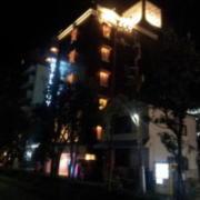 HOTEL ROY(ロイ)(横浜市南区/ラブホテル)の写真『外観(夜)④』by 少佐