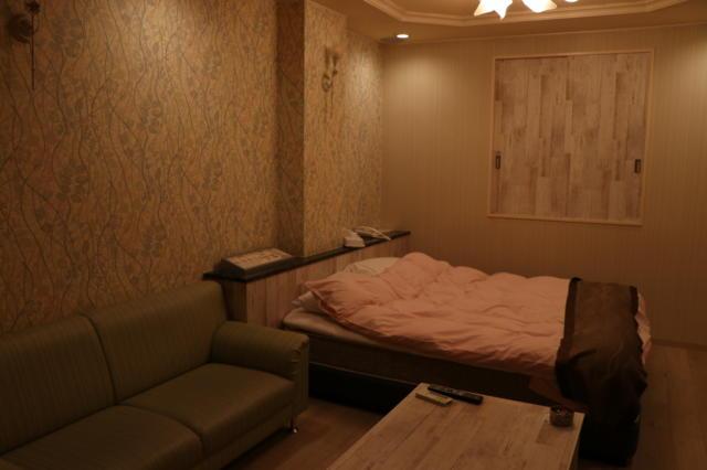 クイーンズタウンpart3(厚木市/ラブホテル)の写真『201号室部屋全体』by 夕立朝立