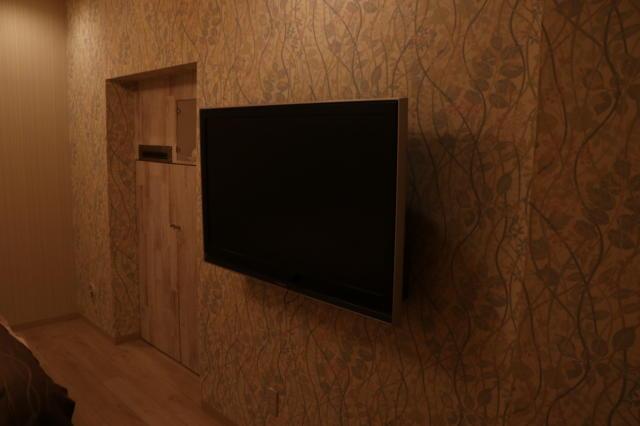 クイーンズタウンpart3(厚木市/ラブホテル)の写真『201号室壁掛けテレビ』by 夕立朝立