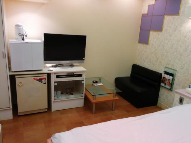 PRINCESS2世(台東区/ラブホテル)の写真『201号室のソファー、テレビ、冷蔵庫』by 退会したユーザー(ID:10185)