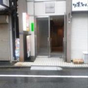 レンタルルームサン 五反田店(品川区/ラブホテル)の写真『昼の外観 入口は飲食店の脇です。』by セイムス