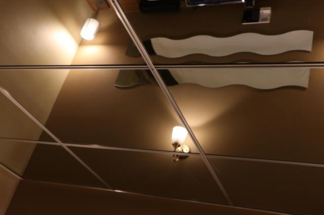 WILL SWEET(厚木市/ラブホテル)の写真『401号室ベット真上の天井(鏡になっており、スケベ行為が丸見えです)』by 夕立朝立