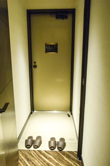 ホテルモアナ(新宿区/ラブホテル)の写真『203号室 玄関』by INA69
