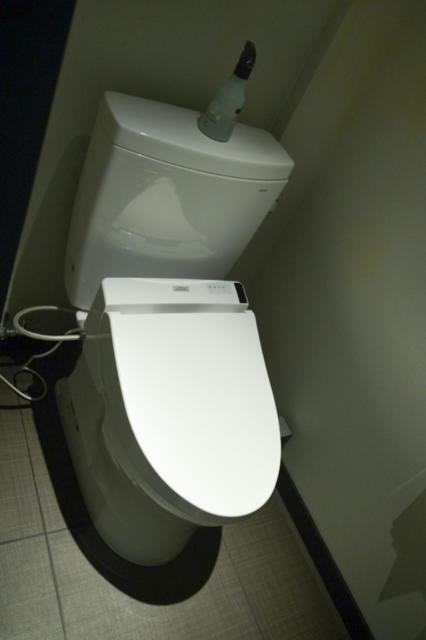 ホテルモアナ(新宿区/ラブホテル)の写真『203号室 トイレ』by INA69
