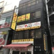 レンタルルーム アップル(港区/ラブホテル)の写真『夕方の建物全景①』by 少佐