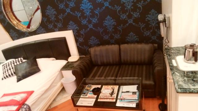 APIO(アピオ)(台東区/ラブホテル)の写真『311号室:ソファー&ベッド』by オレの地雷を越えてゆけ!