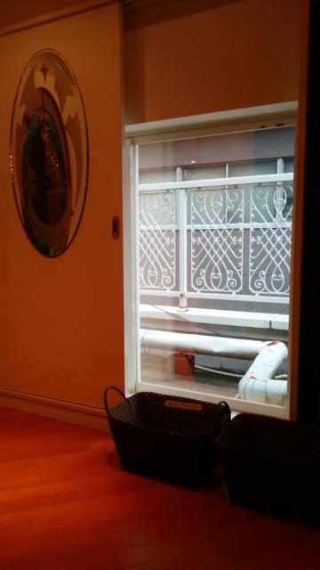 APIO(アピオ)(台東区/ラブホテル)の写真『311号室:ソファー正面がスライド式の扉になっており、外の景色が見える』by オレの地雷を越えてゆけ!