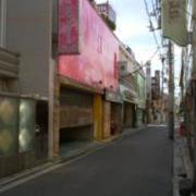 AUGUSTA DUO(台東区/ラブホテル)の写真『外観(ピンクの建物)』by オレの地雷を越えてゆけ!