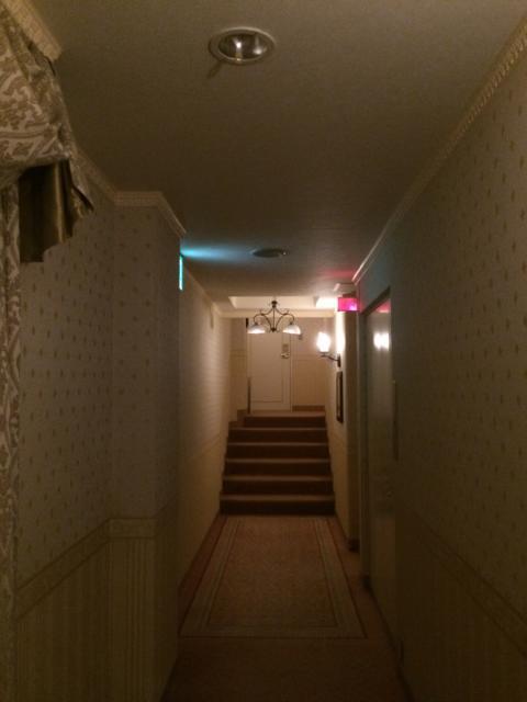 目黒エンペラー(目黒区/ラブホテル)の写真『4階廊下』by 全てを水に流す男