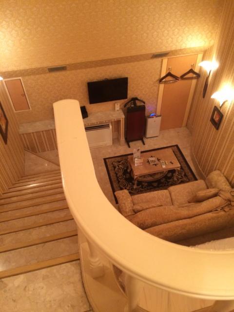 目黒エンペラー(目黒区/ラブホテル)の写真『405号室メゾネット上から』by 全てを水に流す男
