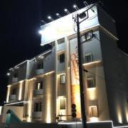 シエル湘南平塚店(平塚市/ラブホテル)の写真『夜の外観』by まさおJリーグカレーよ